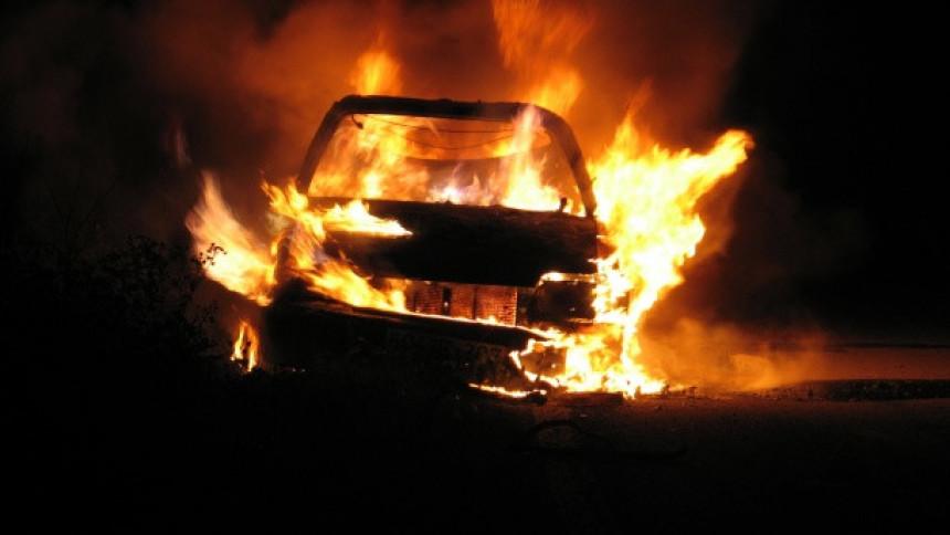 Izgorio automobil u Kosovskoj Mitrovici