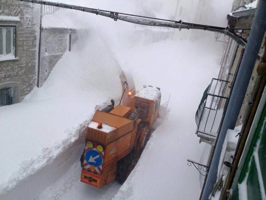 Sniježni tuneli u gradu