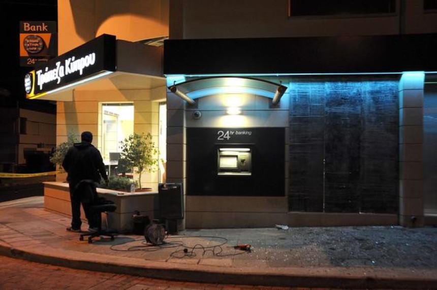 Grci u panici, masovni juriš na bankomate