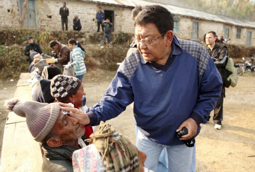 Nepalski oftamolog vid vratio hiljadama ljudi