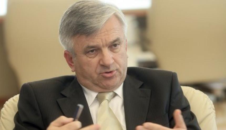 Čubrilović tvrdi da vlast Srpske radi na rasterećenju privrede