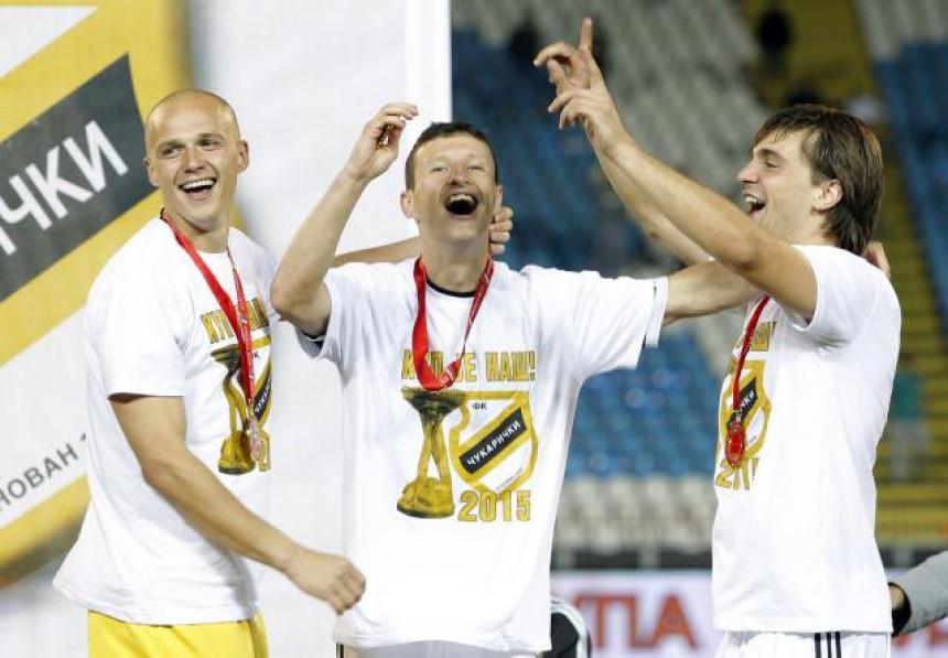 Doneli trofej jednom, a ''poklanjaju'' ga drugom klubu i navijačima?!