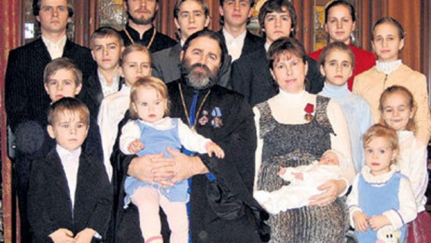 Pravoslavni sveštenik koji ima 18 djece!