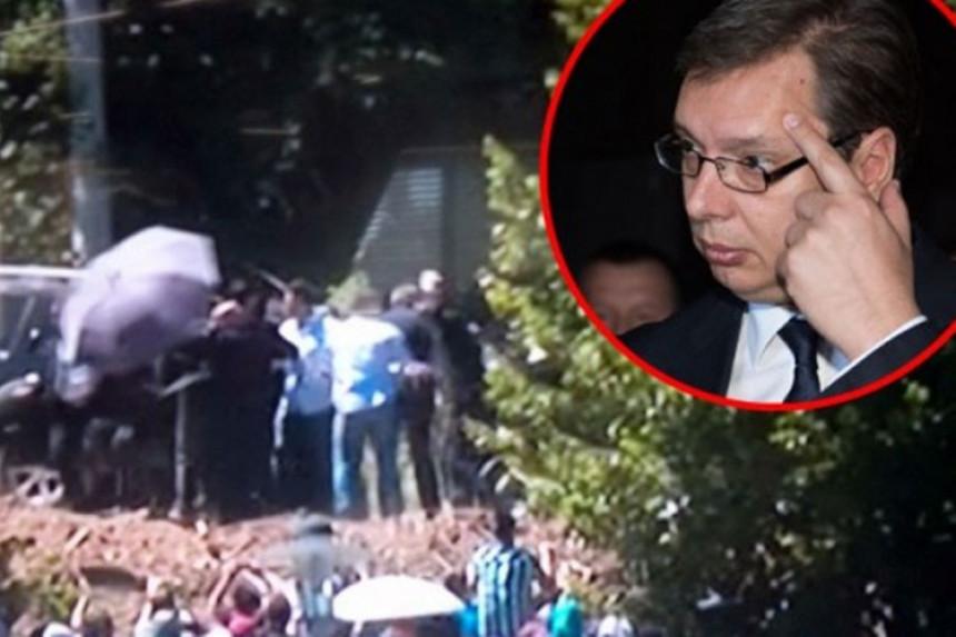 Incident u Srebrenici: Premijer Srbije pogođen kamenom u lice
