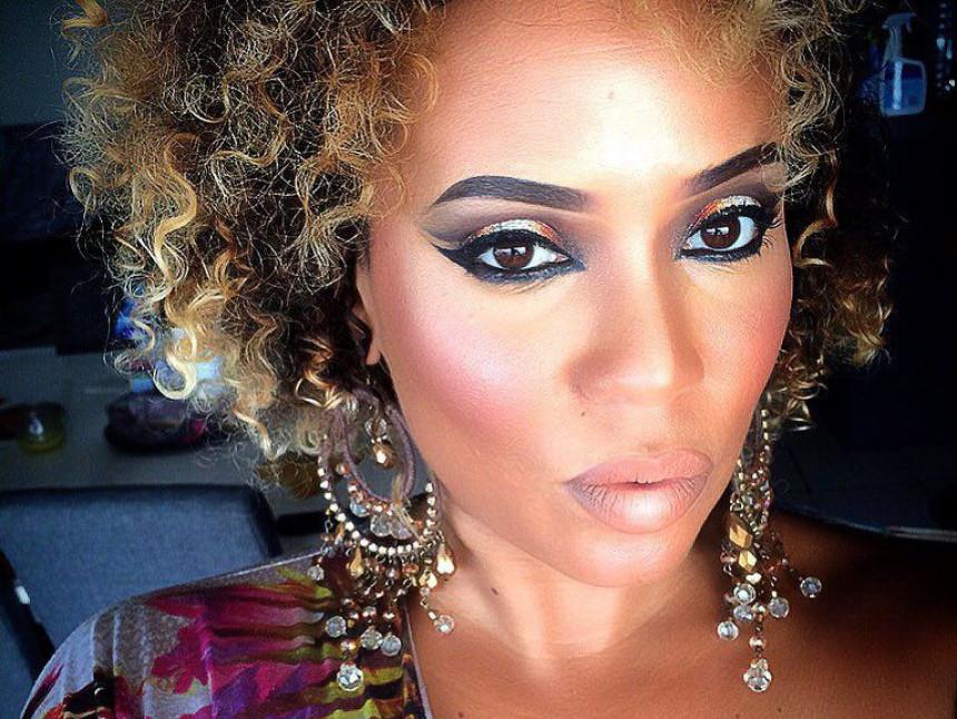 Šminkom se transformiše u poznate