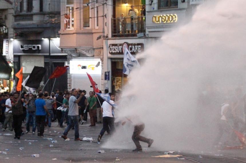 Novi sukobi u Turskoj, ubijen policajac
