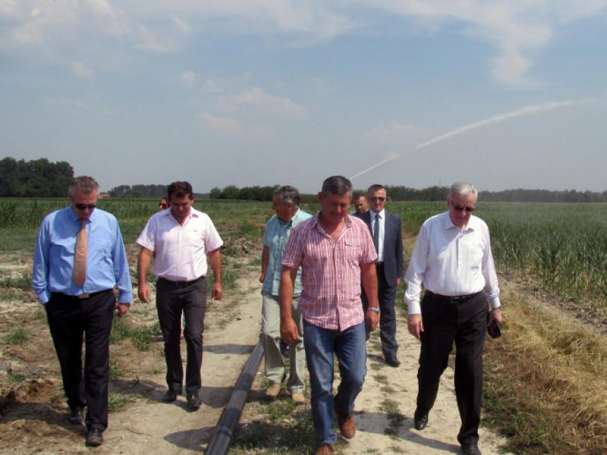 Mirjanić u Semberiji obećao pomoć poljoprivrednicima