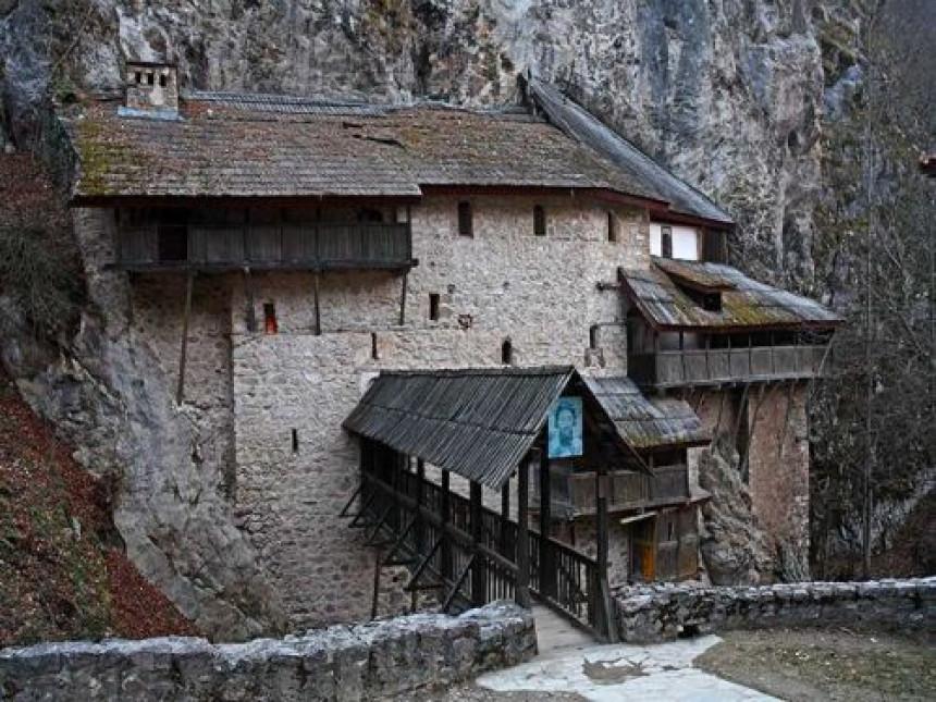 Čuda se dešavaju u Manastiru Crna Reka