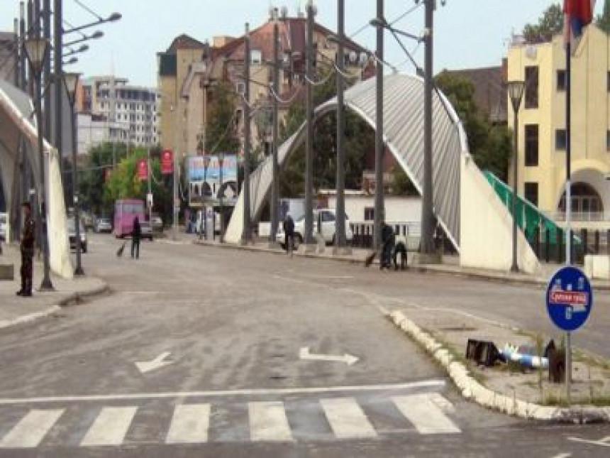 Kfor zaustavio kolonu vozila sa Srbima