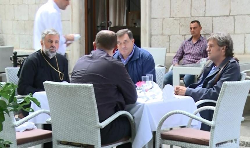 Dodik: Ima posla, ali građani neće da rade