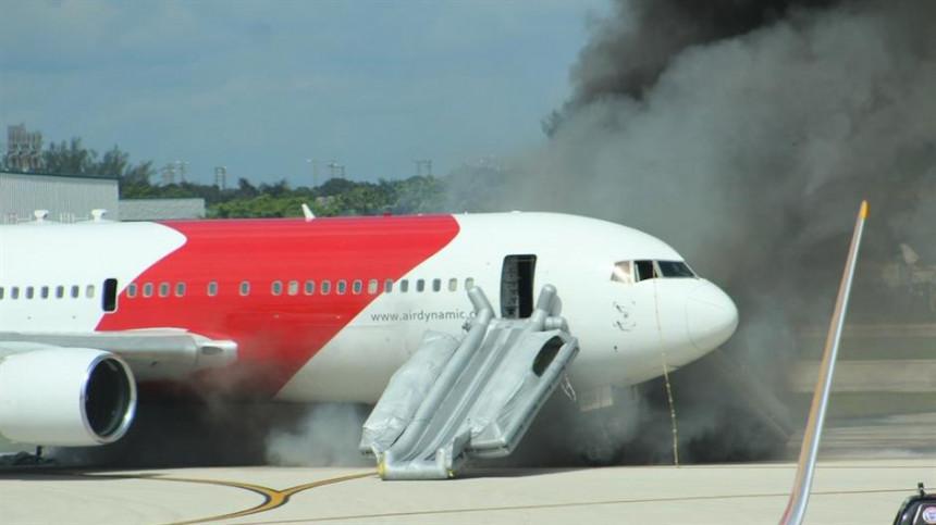 Na Floridi se zapalio putnički avion