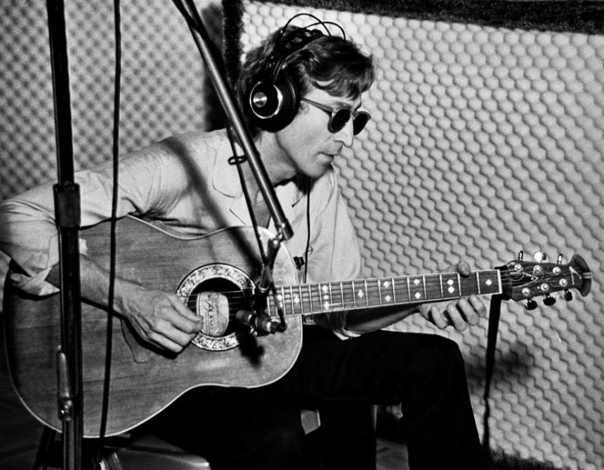 Lenonova gitara prodata za 2,4 miliona dolara!