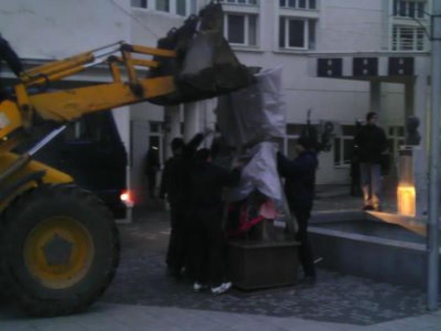 Uklonjen spomenik u Preševu