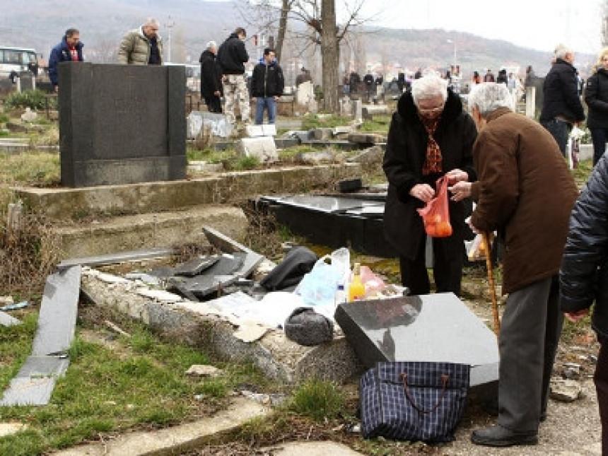 VANDALIZAM: Porušena dva srpska nadgrobna spomenika kod Lipljana