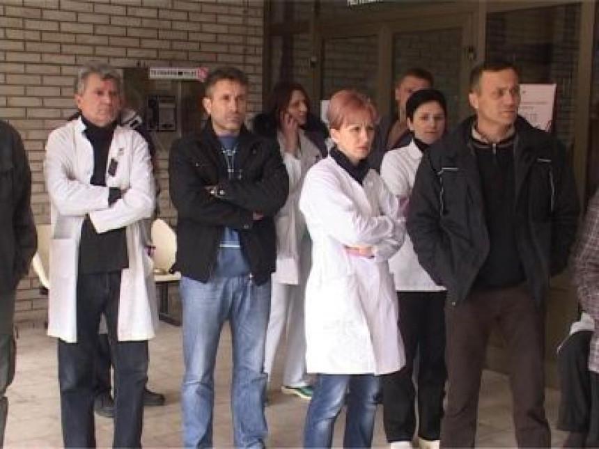 Štrajk radnika Doma zdravlja Milići (VIDEO)