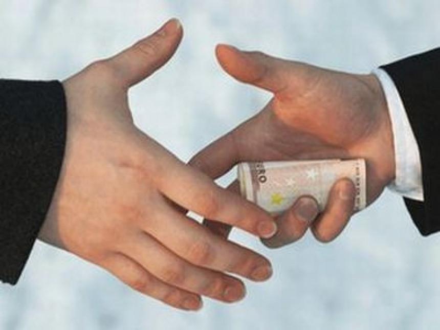Амбијент корупције и задуживања