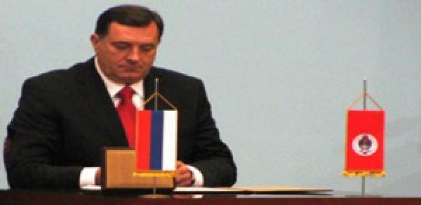 Dodik na potpisivanju ugovora o zajmu