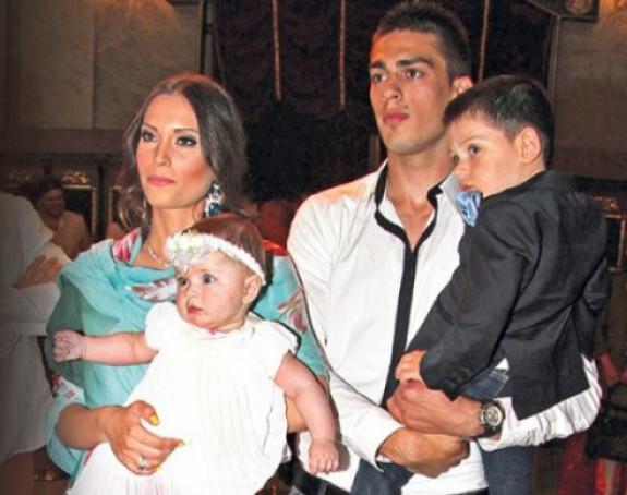 Mirka Vasiljević i Vujadin Savić čekaju sina