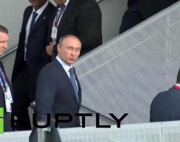 Putin poslao poljubac obožavaocima