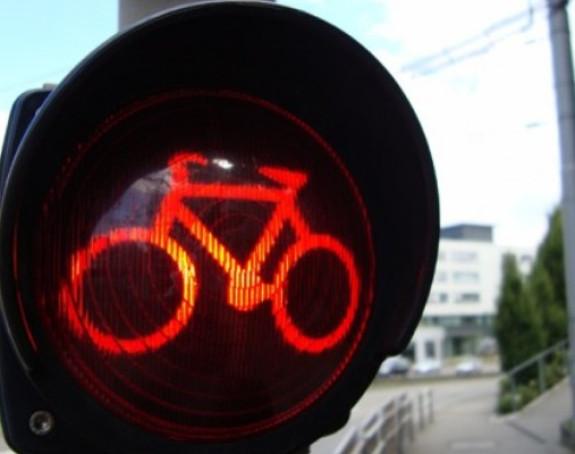 Biciklistima dozvoljen prolaz na crveno