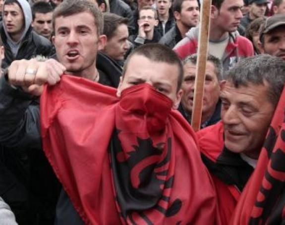Ko lobira Albance?