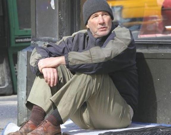Glumac prosi na ulici-šokiran reakcijom ljudi