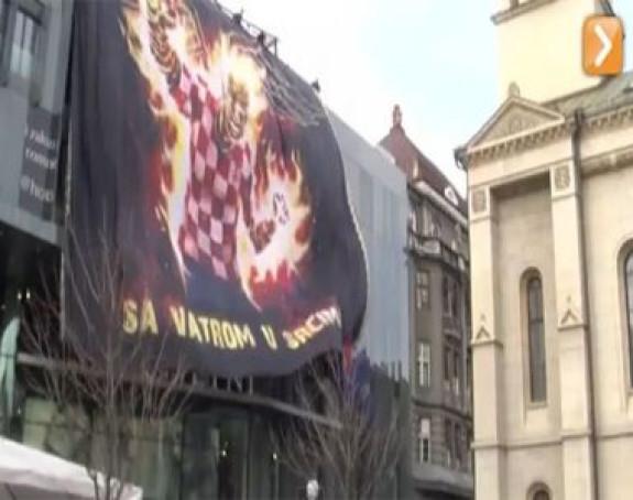PROVOKACIJA: Hrvati razvili zastavu ispred pravoslavne crkve
