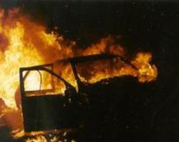 BANJALUKA: Zapaljen automobil na Krčmaricama