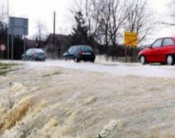 У Сиску спремни аутобуси за евакуацију због могуће поплаве