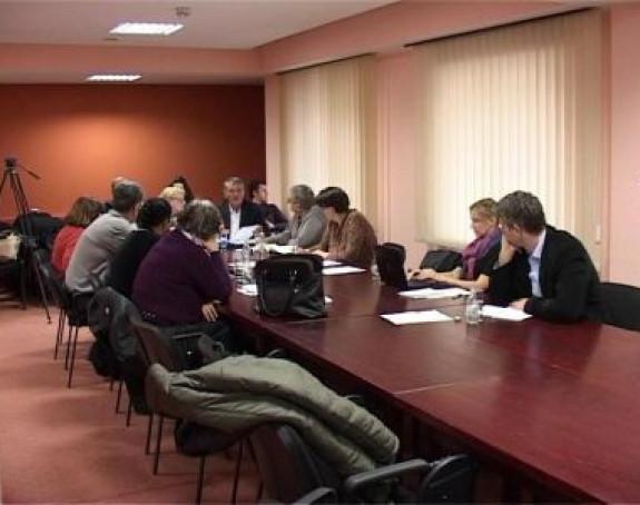 Porodice nestalih Srba ljute na Institut (VIDEO)