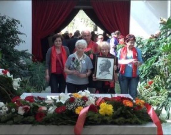 Građani na grobu Josipa Broza Tita