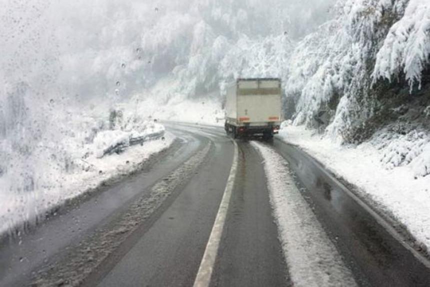 Otežan saobraćaj zbog snijega