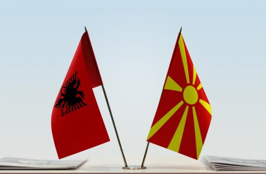 Albanski postaje službeni jezik