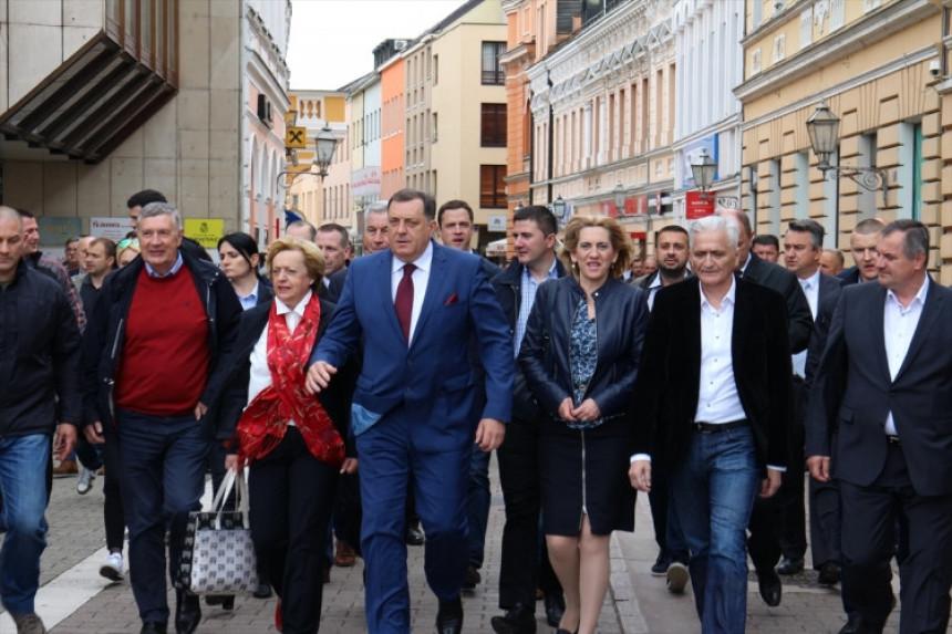 Српска показала да је демократско друштво