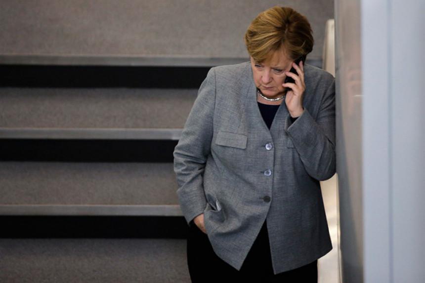Merkelova pada zbog izbjeglica?