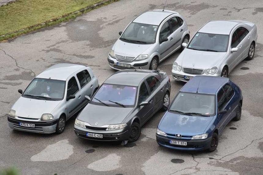 Zahtijevaju uvoz novih automobila, a vozimo krševe