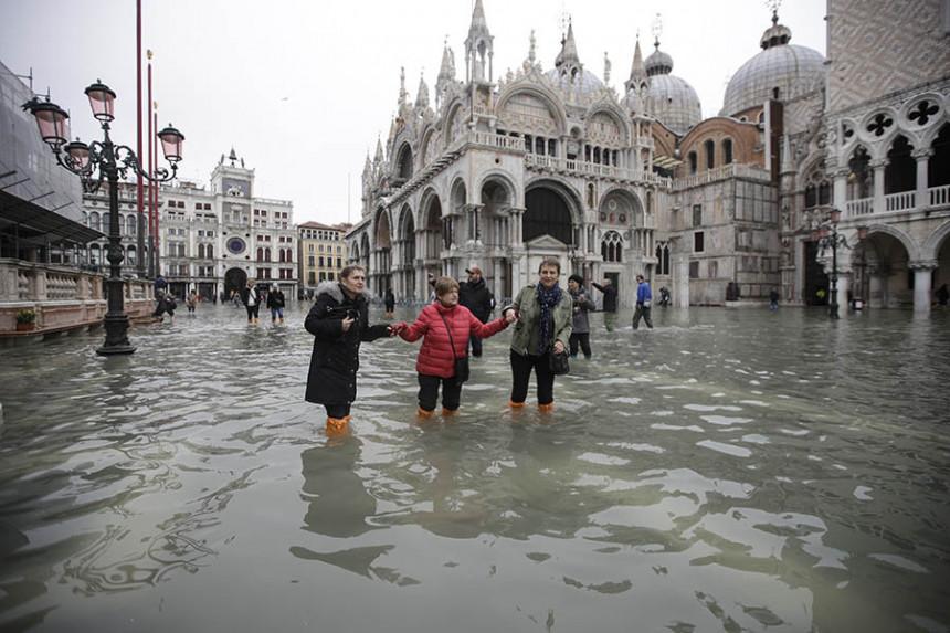 Venecija pliva, kažu - najgore se tek očekuje