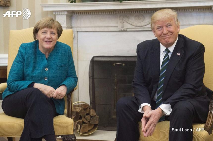 Tramp odbio da pruži ruku Angeli