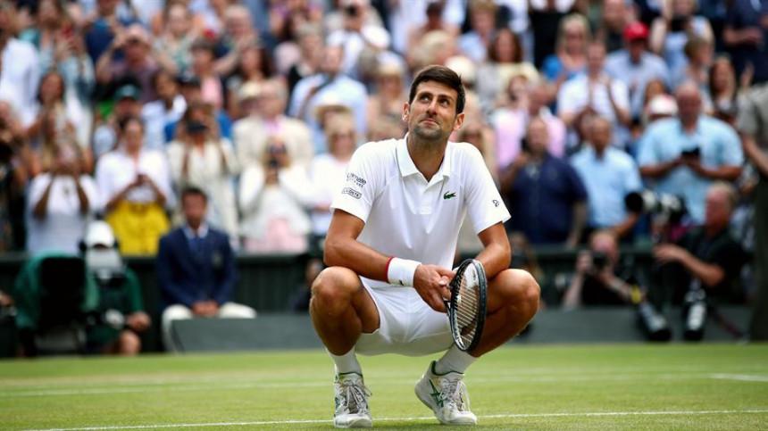 Novak jede travu, Rodžer spontan i magnet za publiku!