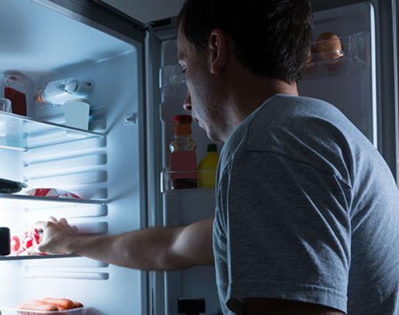 Konzumacija hrane noću može da poveća rizik od raka