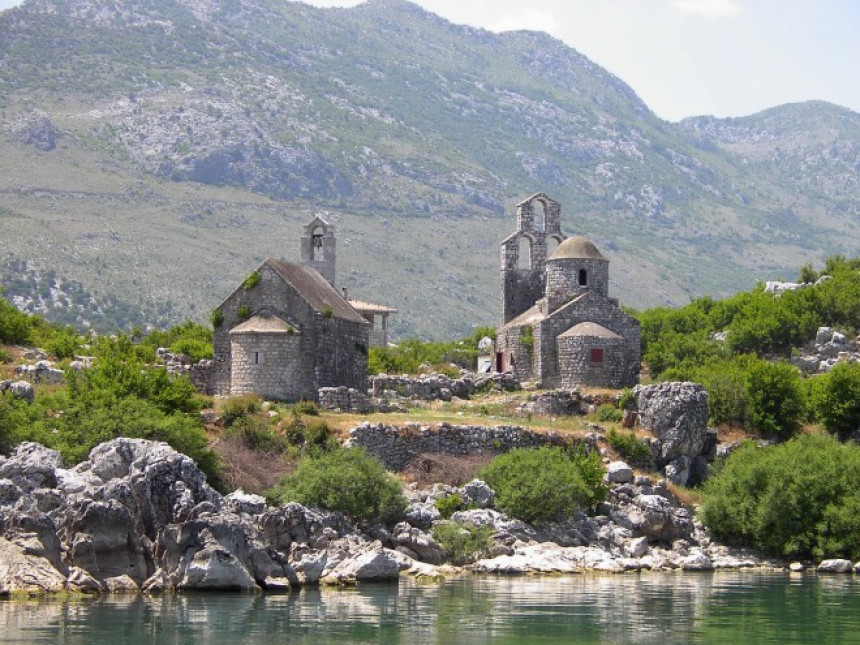 Udar Albanaca na monahinje u manastitu Beška
