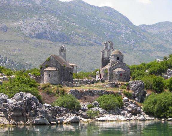 Удар Албанаца на монахиње у манаститу Бешка