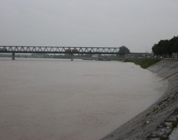 Raste vodostaj rijeke Save
