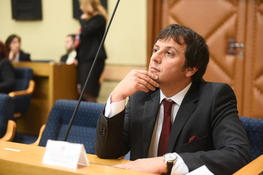 Vukanović udaljen iz sudnice