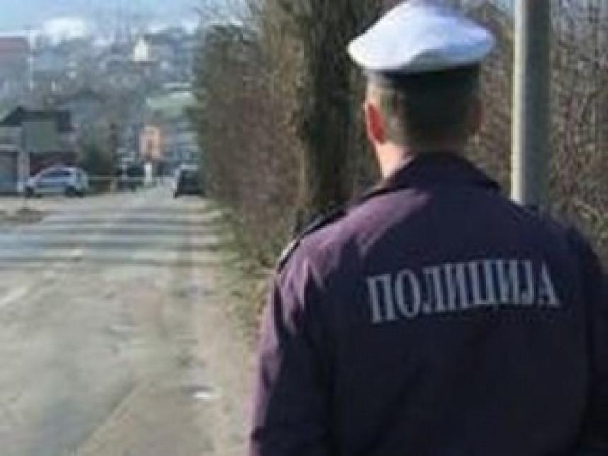 Policajcima se raspadaju uniforme