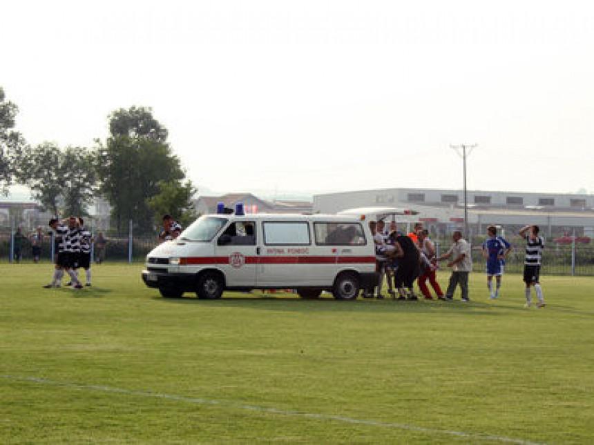 Fudbaler Borca Stojan Tomić (22) iz Šamca preminuo na terenu