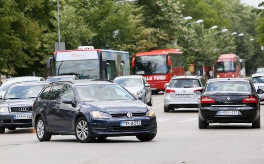 Drumovima krstari 150.000 divljih vozila
