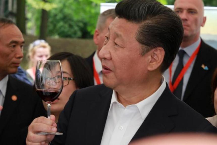 Pečeno prase za ispraćaj Si Ðinpinga