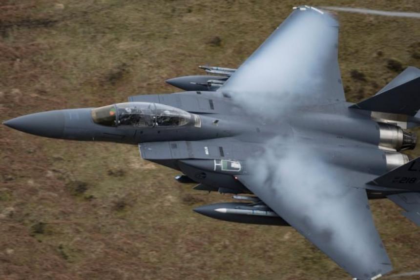 Srušio se vojni avion F-16 na francuski grad