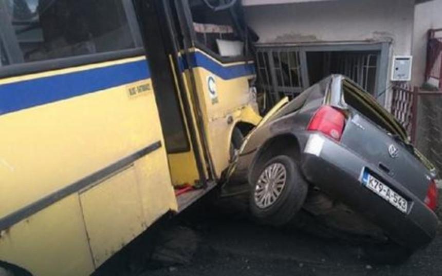 Minibus sletio s puta, osam povrijeđenih